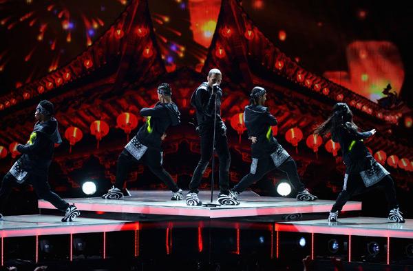 BET Awards - Chris Brown Wearing Reebok Shaqnosis